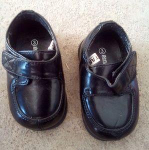 Genuine kids Oshkosh boys sz 3 dress shoes